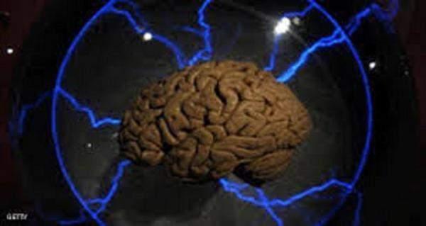 خبير: زراعة عقل صناعي يمكن أن تحل محل التعليم وتلغي الحاجة إلى المدارس